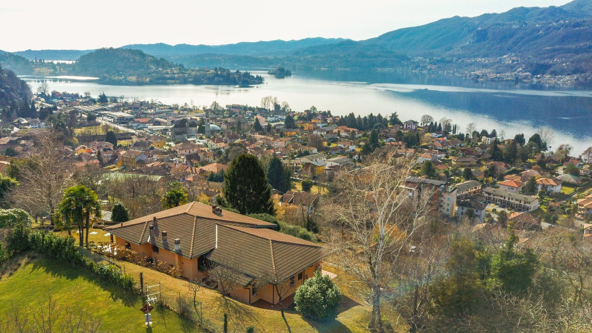 Elegant villa for sale in Pettenasco on Lake Orta - panoramic view