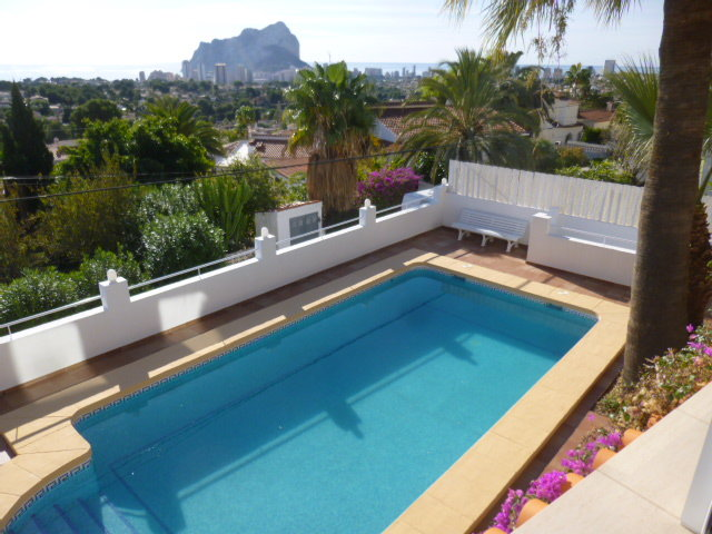 Villa with guest apartment and beautiful open sea view