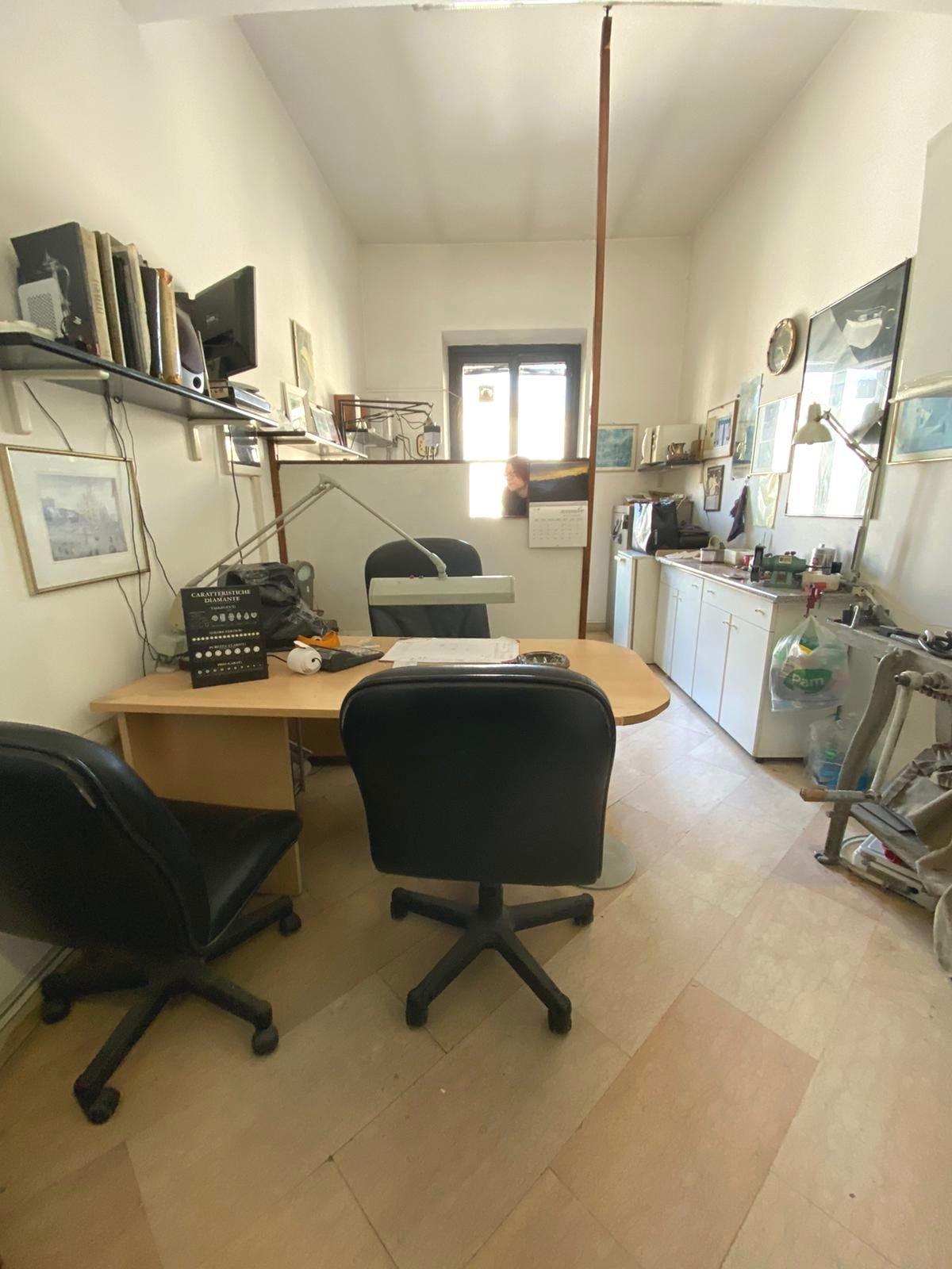 Locale uso ufficio 1