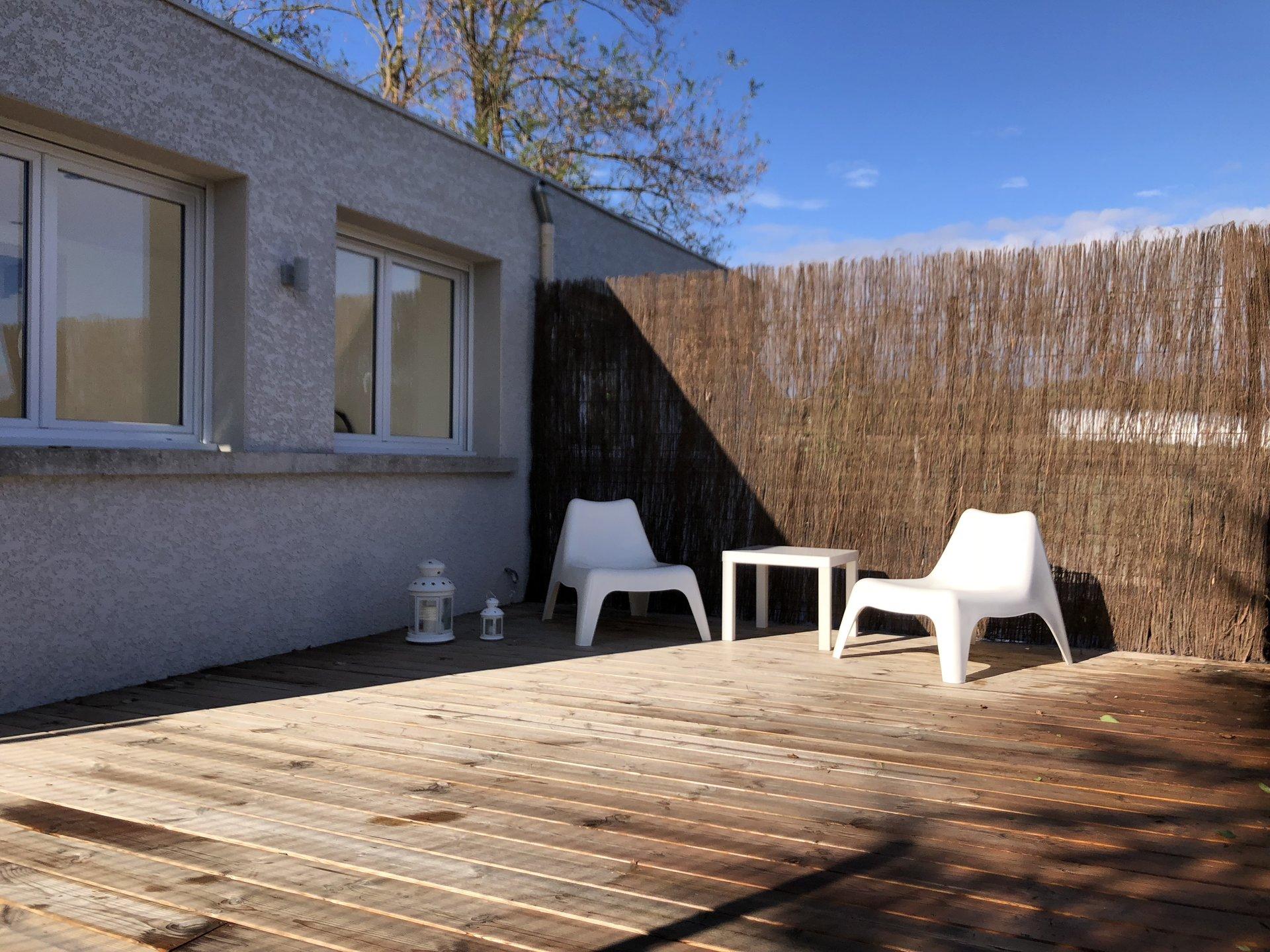 Loué par notre agence - Duplex Meublé avec Terrasse et parking