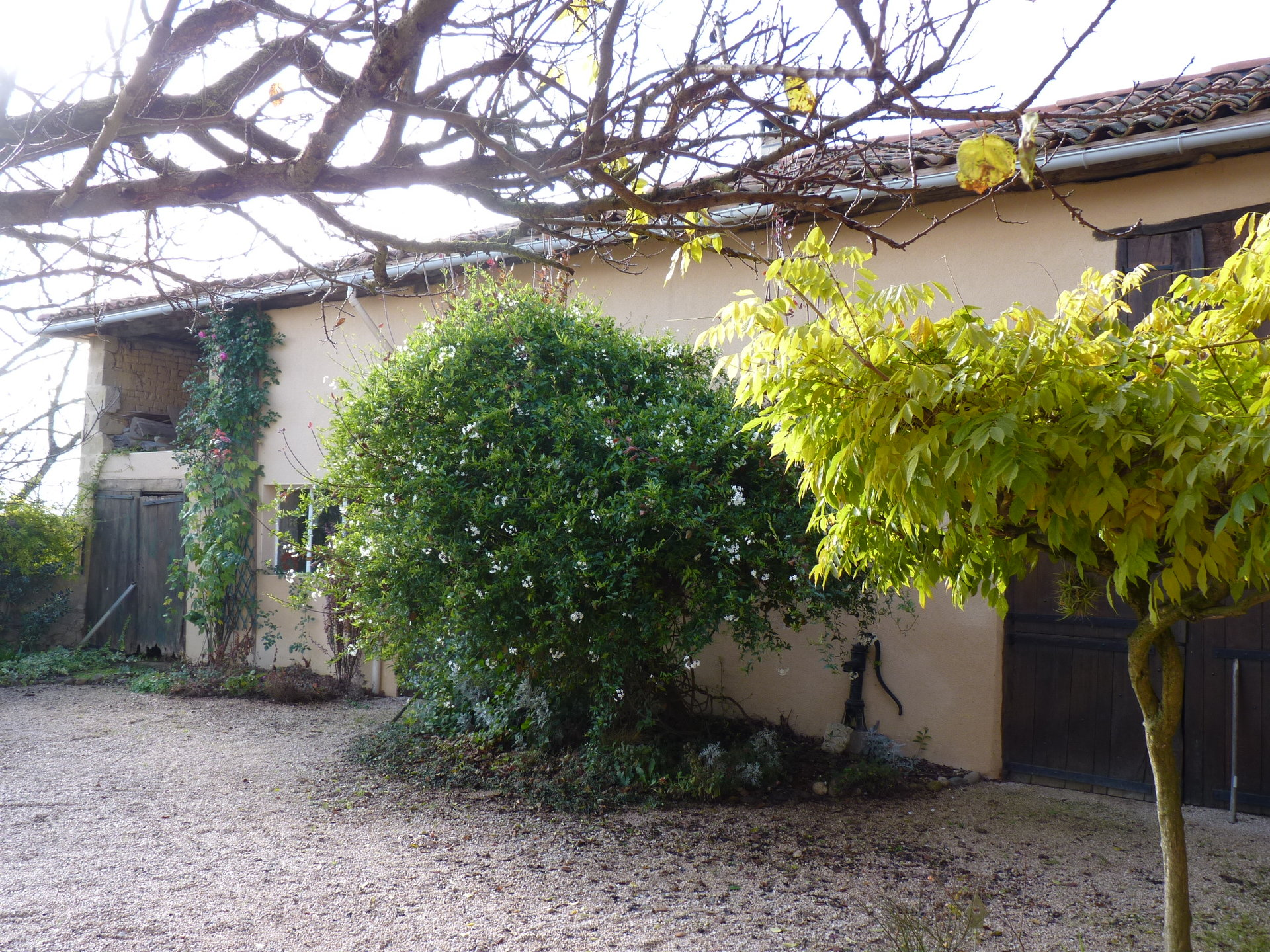 Beautiful stone house T5 Pyrenees view with outbuildings on 1344sqm