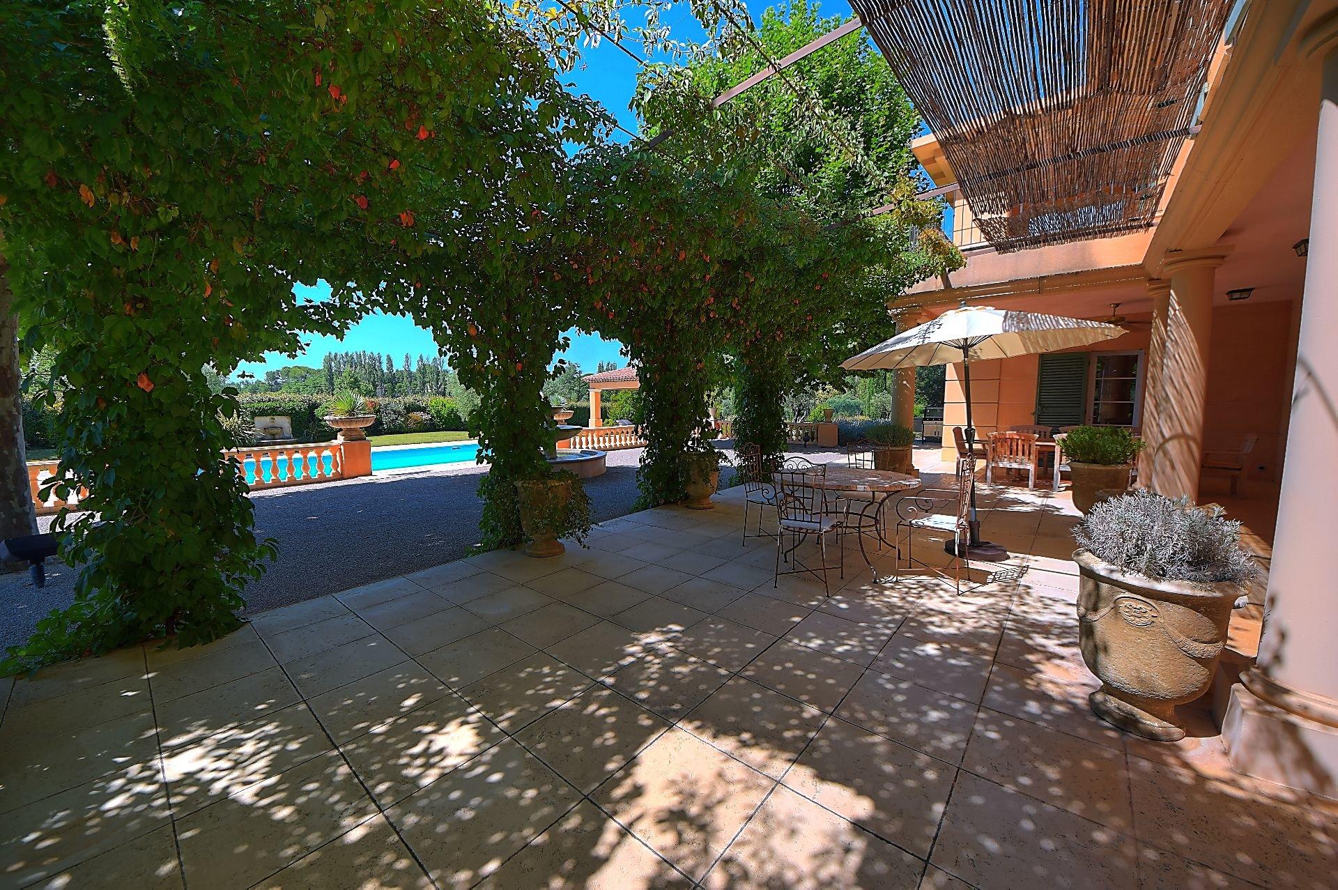 Maison de Maître avec piscine et tennis sur 1 ha 8 Salernes