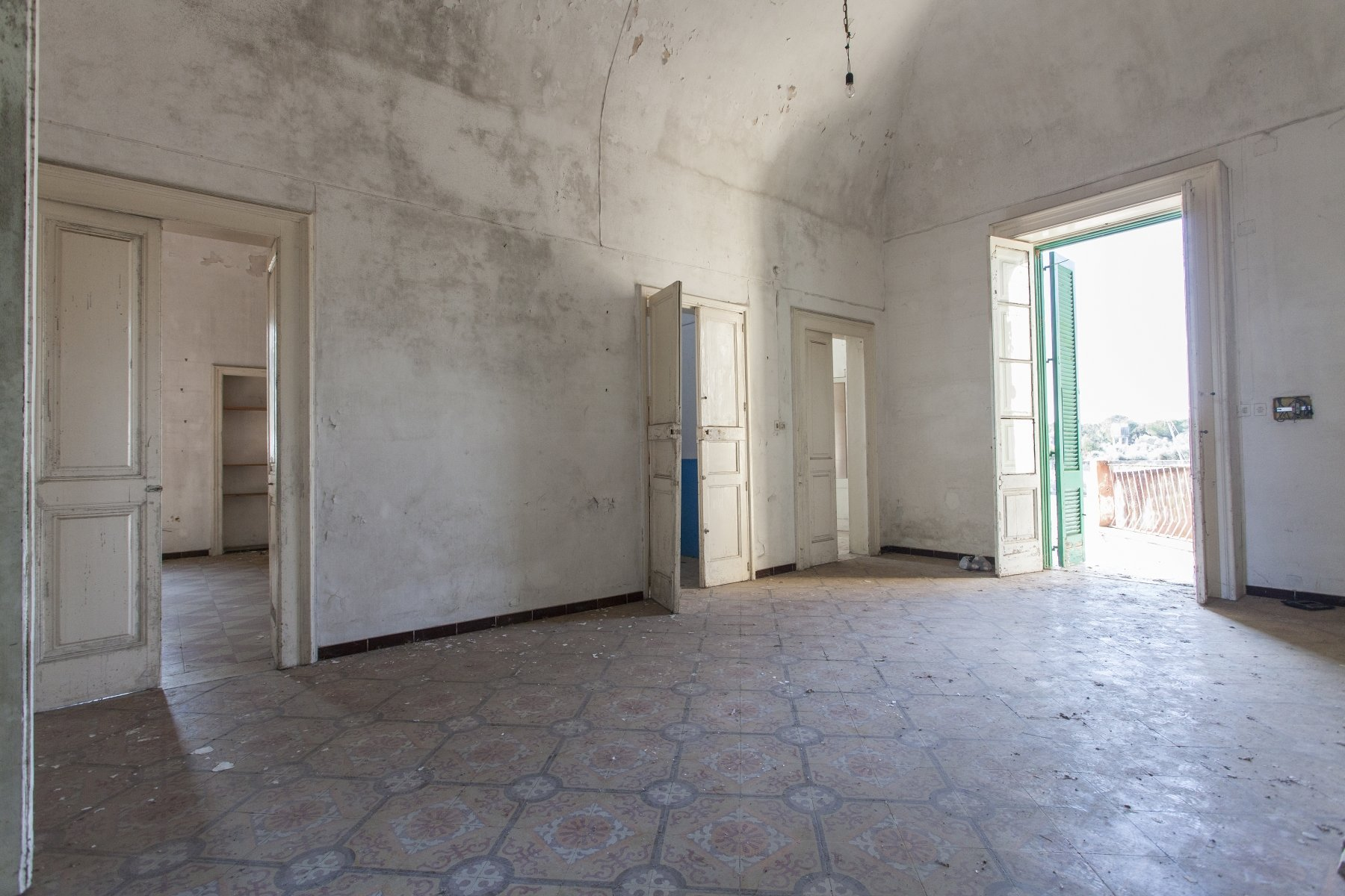 Historic villa for sale, 2 floors, spacious garden
