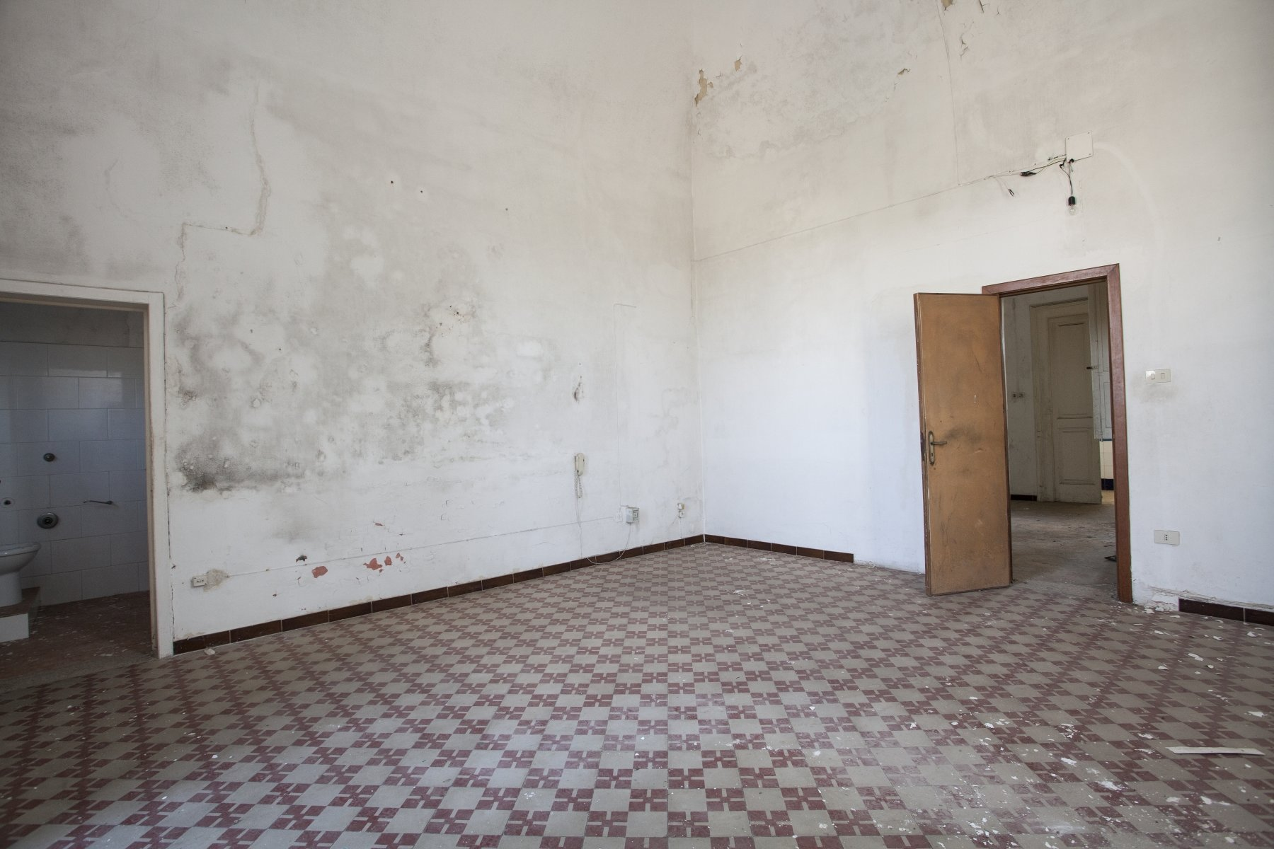 Villa historique à vendre, 2 étages, jardin spacieux