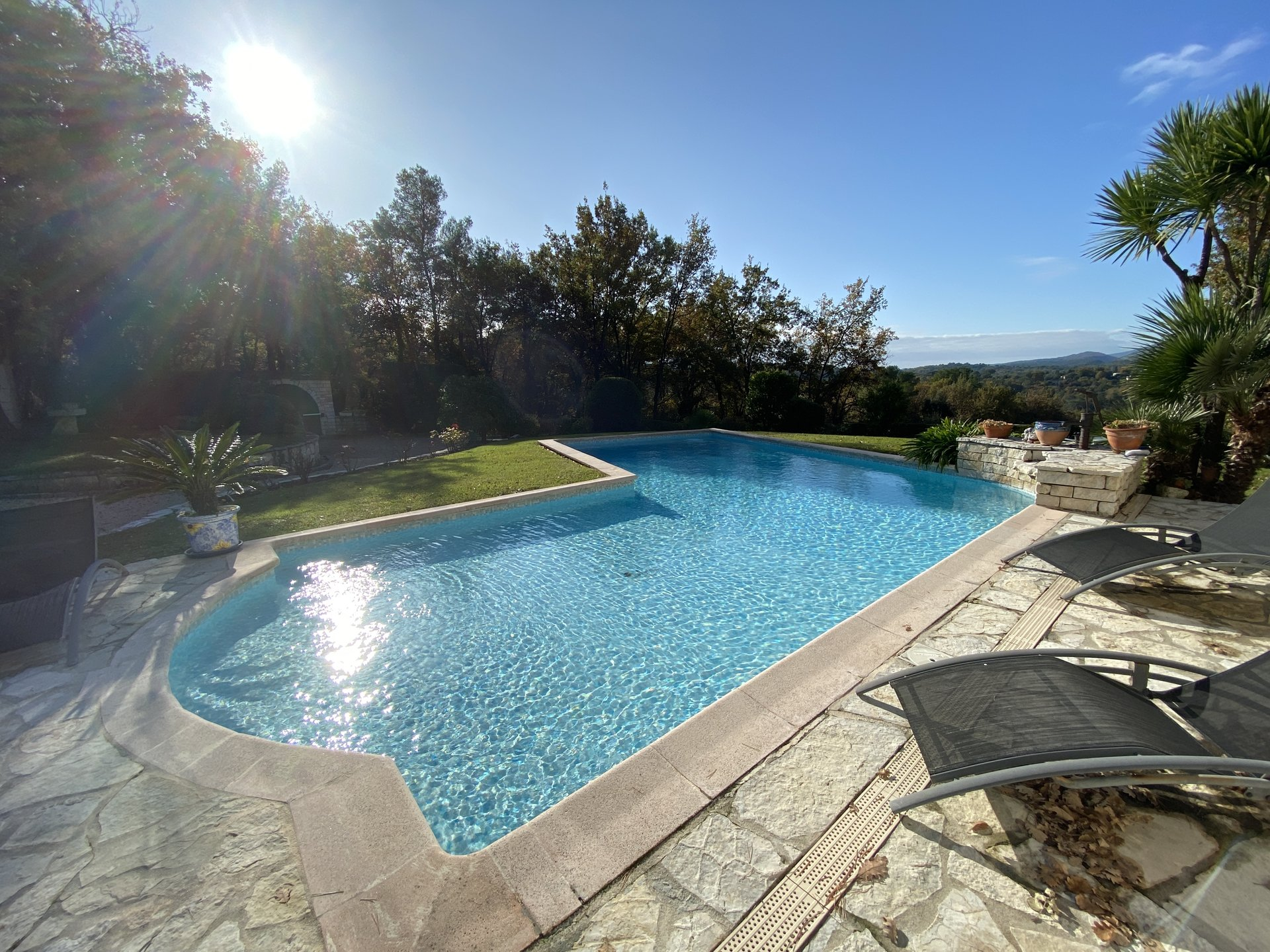 For sale villa 233 sqm in Vence, swimming pool,  flat ground 2500 sqm