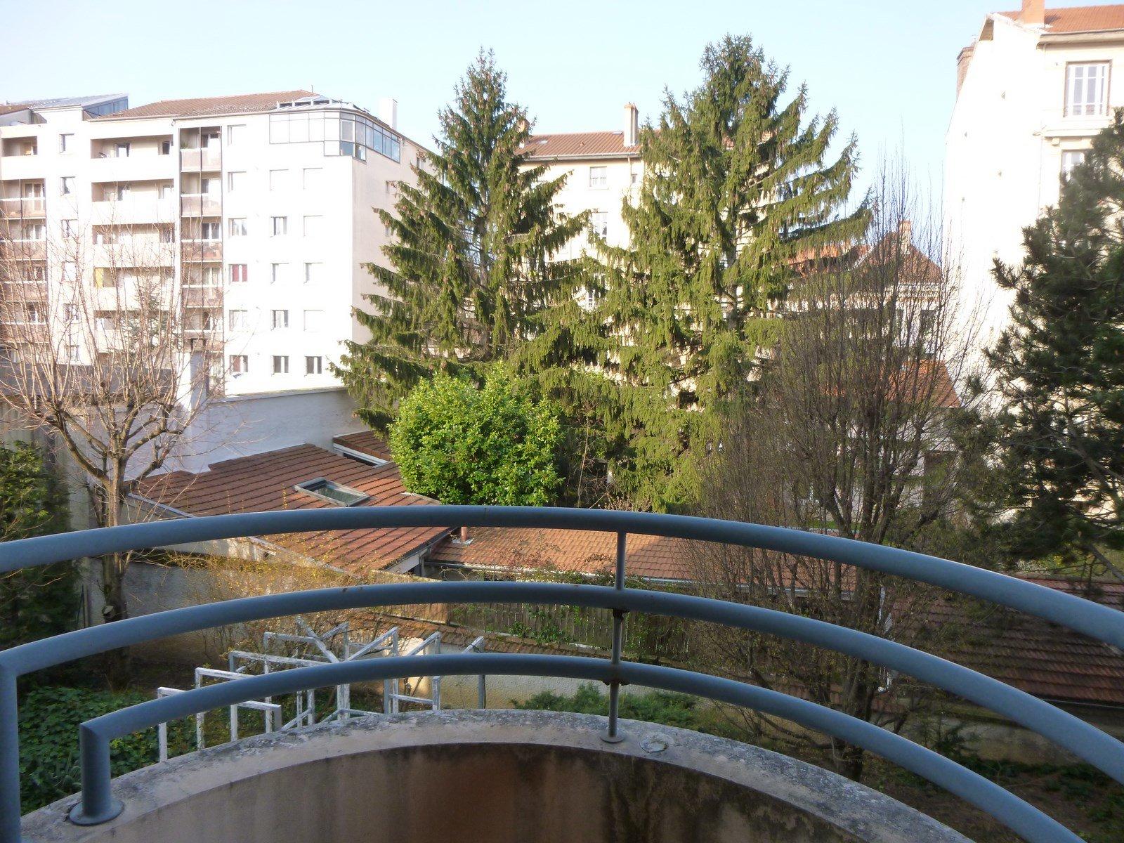 Loué par notre agence - T2 avec balcon et garage Croix Rousse