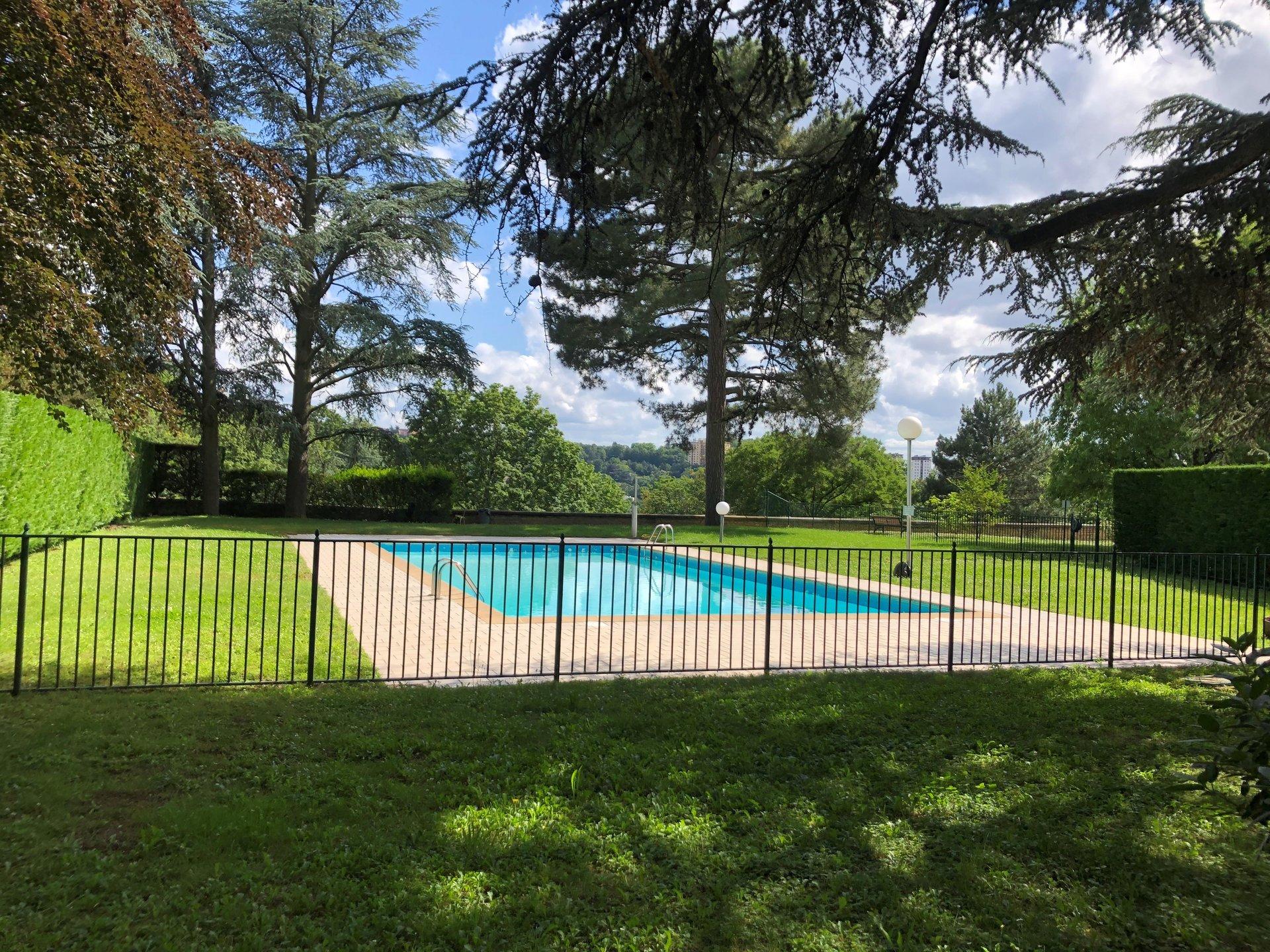 Loué par notre agence - CROIX  ROUSSE - T2 avec terrasse et Piscine