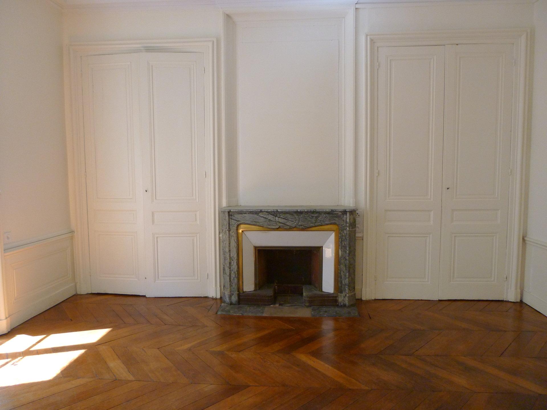 Loué par notre agence - T4 bourgeois Puvis de Chavannes