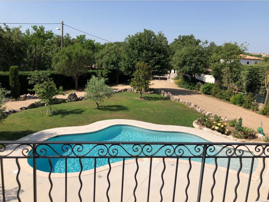 Villa de 220 m2 avec piscine  sur saint-cézaire-sur-siagne.