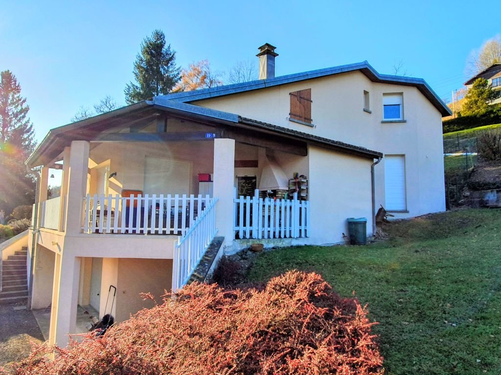 Vosges - Modern house (1989) with nice views on 1.970 m2