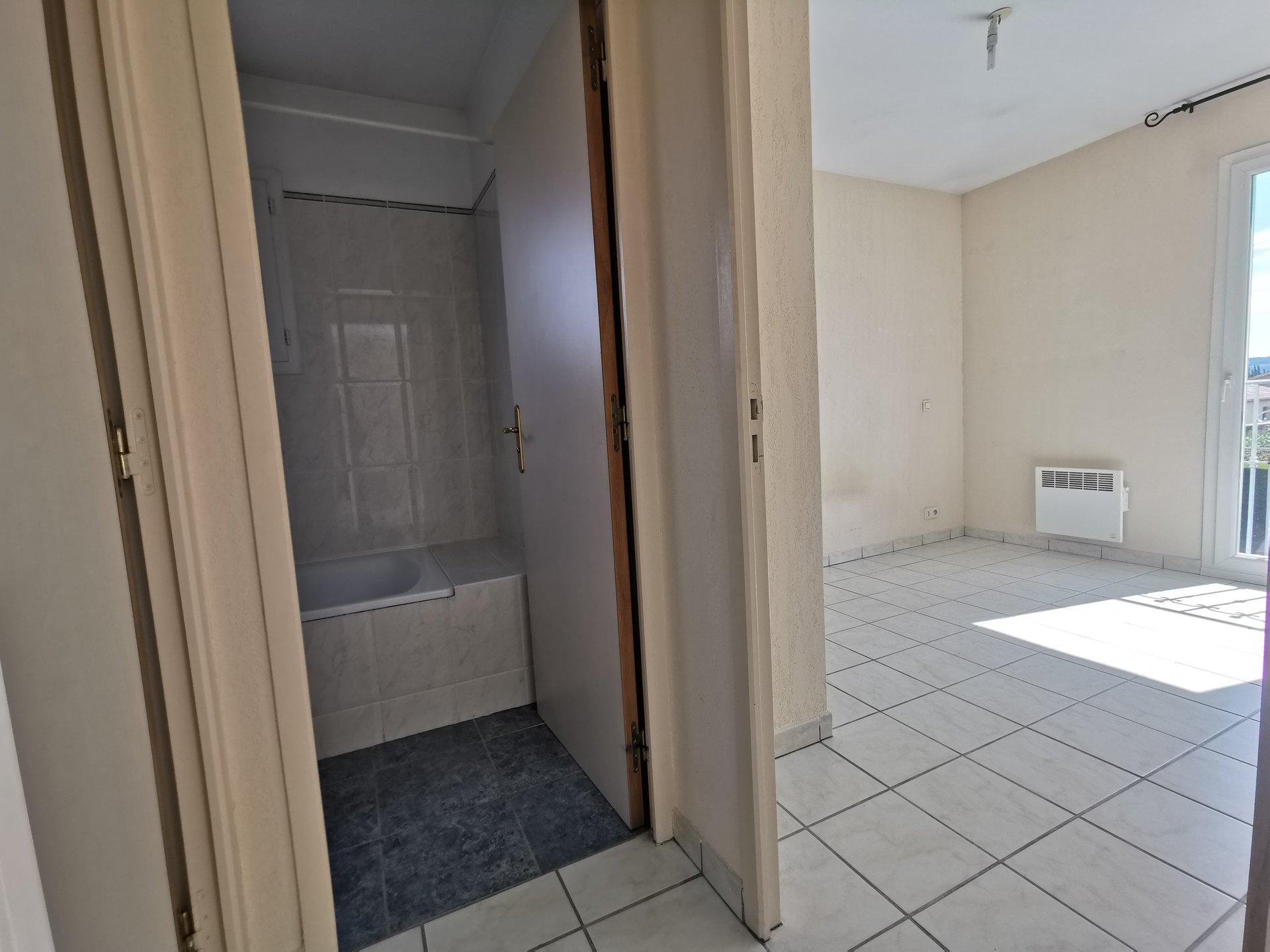 Appartement T2 dans résidence sécurisée.