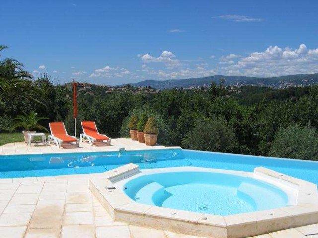 Belle villa dominante proche Valbonne village
