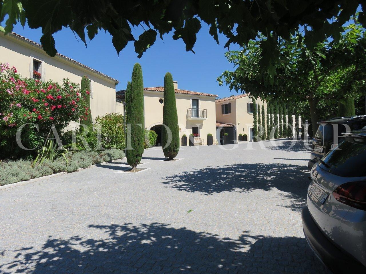 Sale Hotel - Les Baux-de-Provence