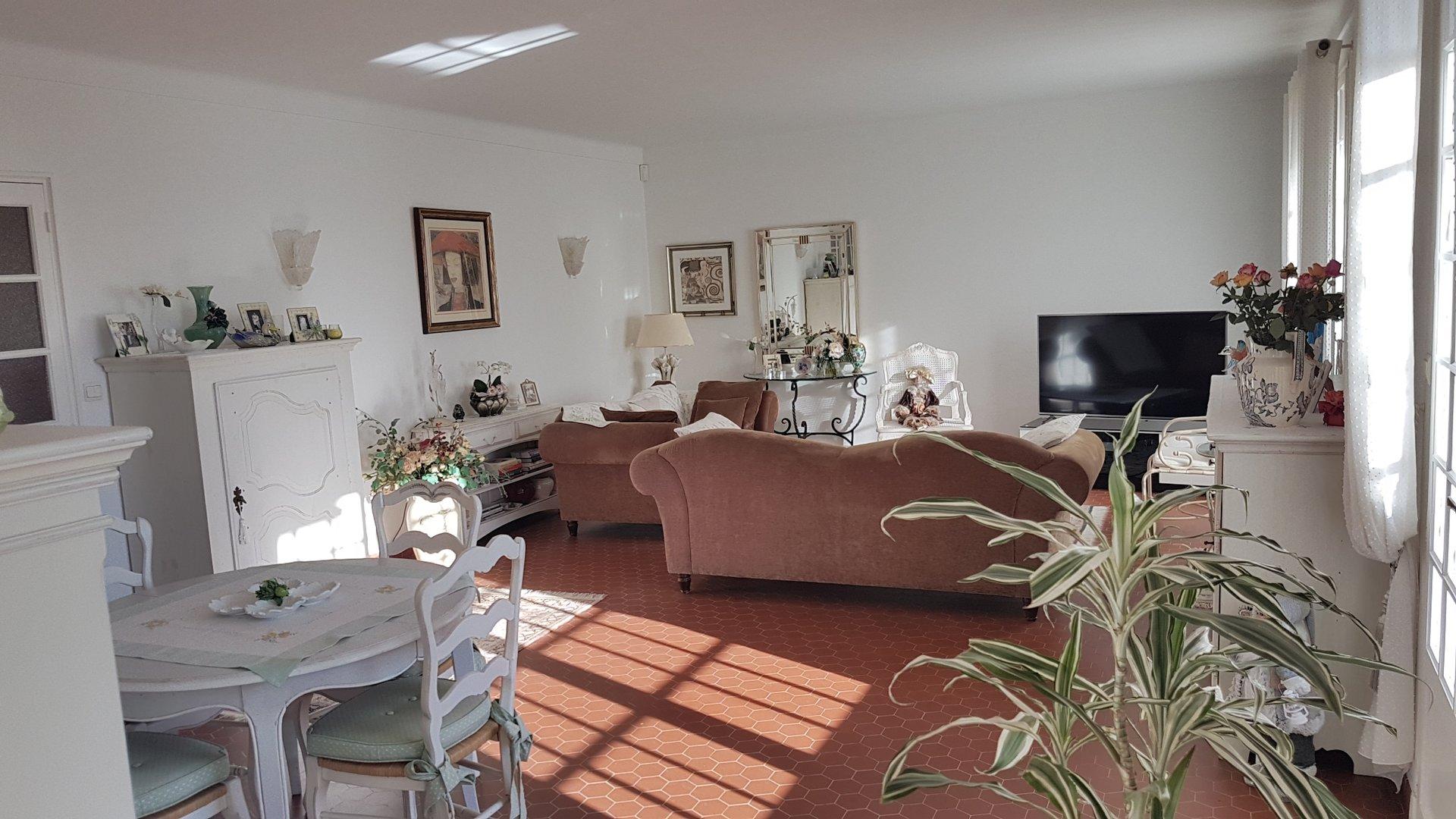 BANDOL VILLA DE CARACTERE 208 m² VUE MER