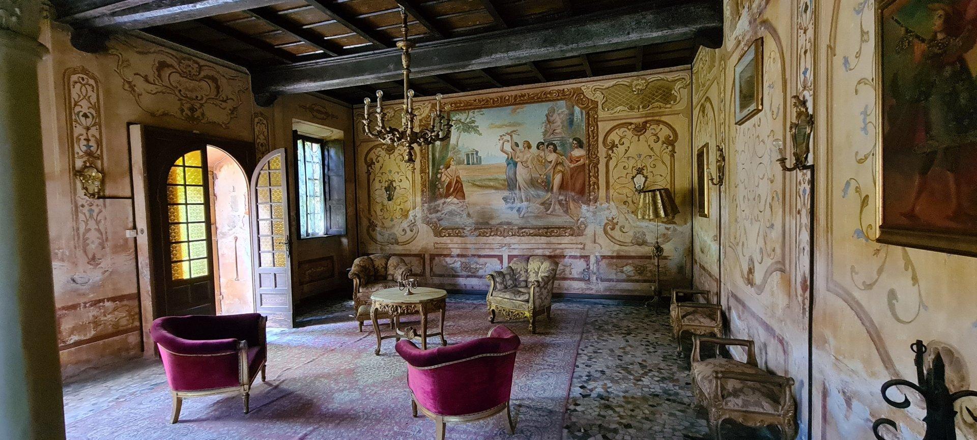 Schloss zum Verkauf in der Nähe des Lago Maggiore
