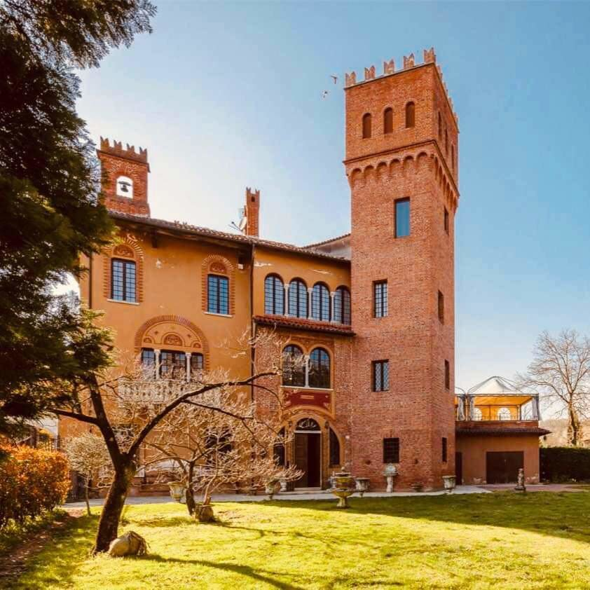 Castle for Sale close to Lake Maggiore
