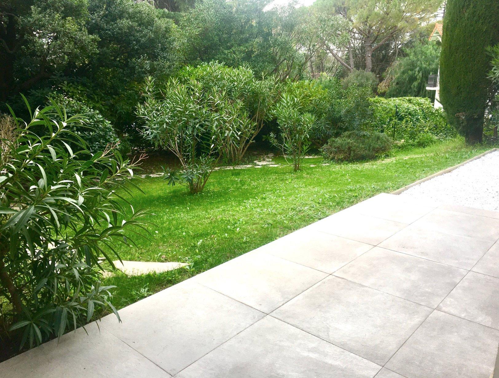Cannes Montrose renovated garden floor 2-bedroom of 72 sqm and garden of 151 sqm