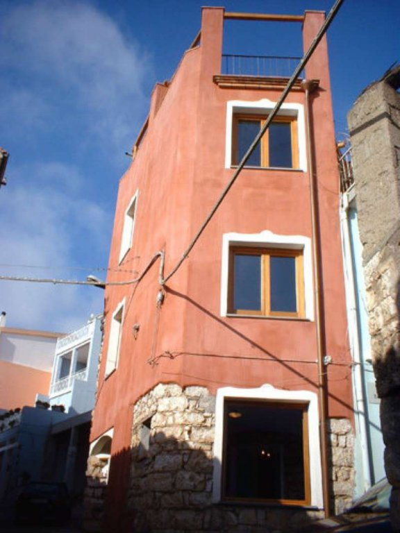 Sardegna - Ogliastra - Baunei: Palazzina, terra- cielo detta la torretta, ristrutturata ed arredata.