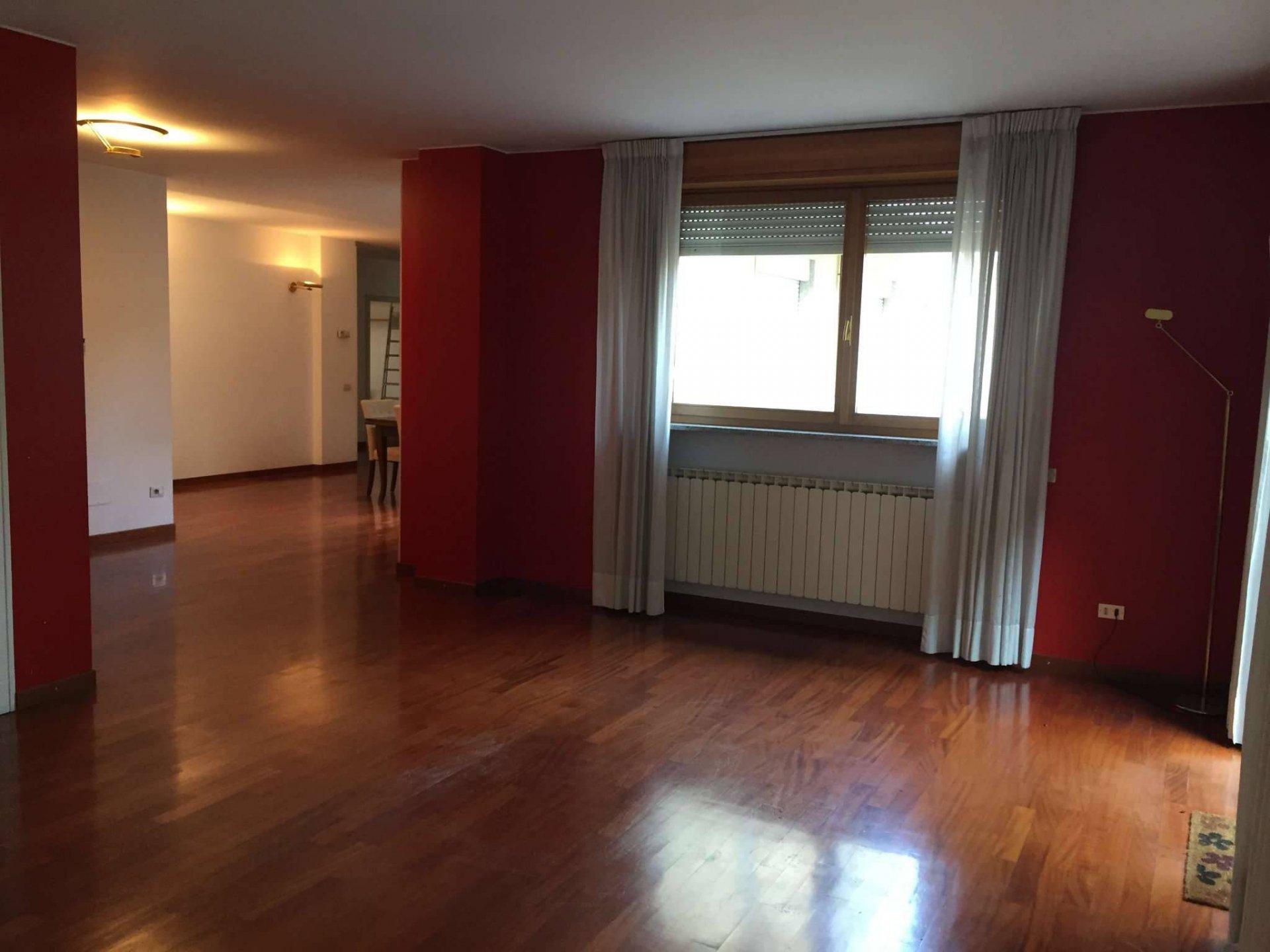 Signorile appartamento mq 200 con terrazzo.