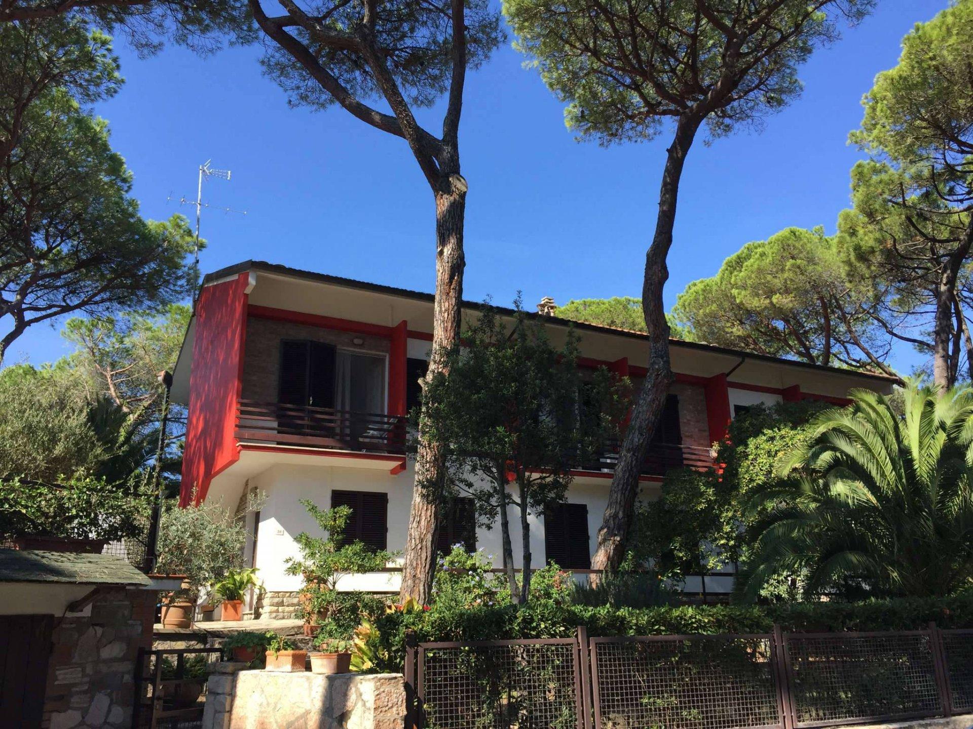 Villa nella pineta di marina di castagneto carducci