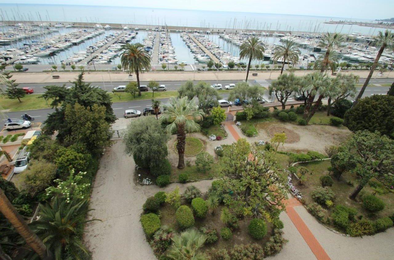 2:a med balkong on panoramautsikt - Menton Garavan