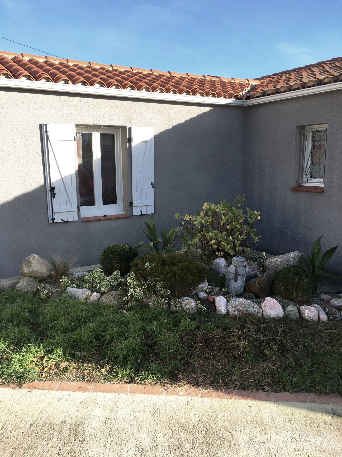 A Eus- villa 5 chambres, piscine, garage.