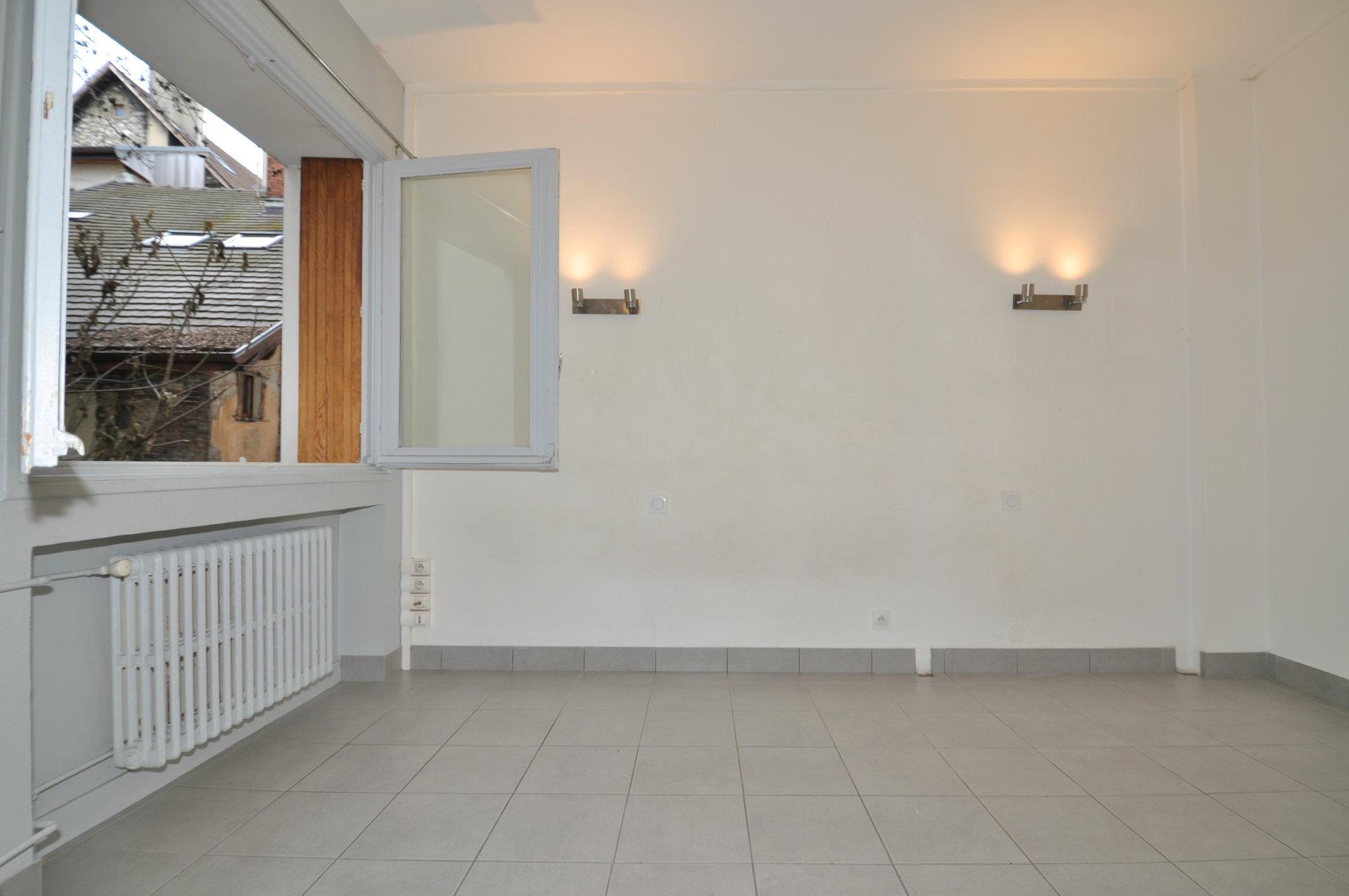Studio non meublé 22.07 m² avec cave