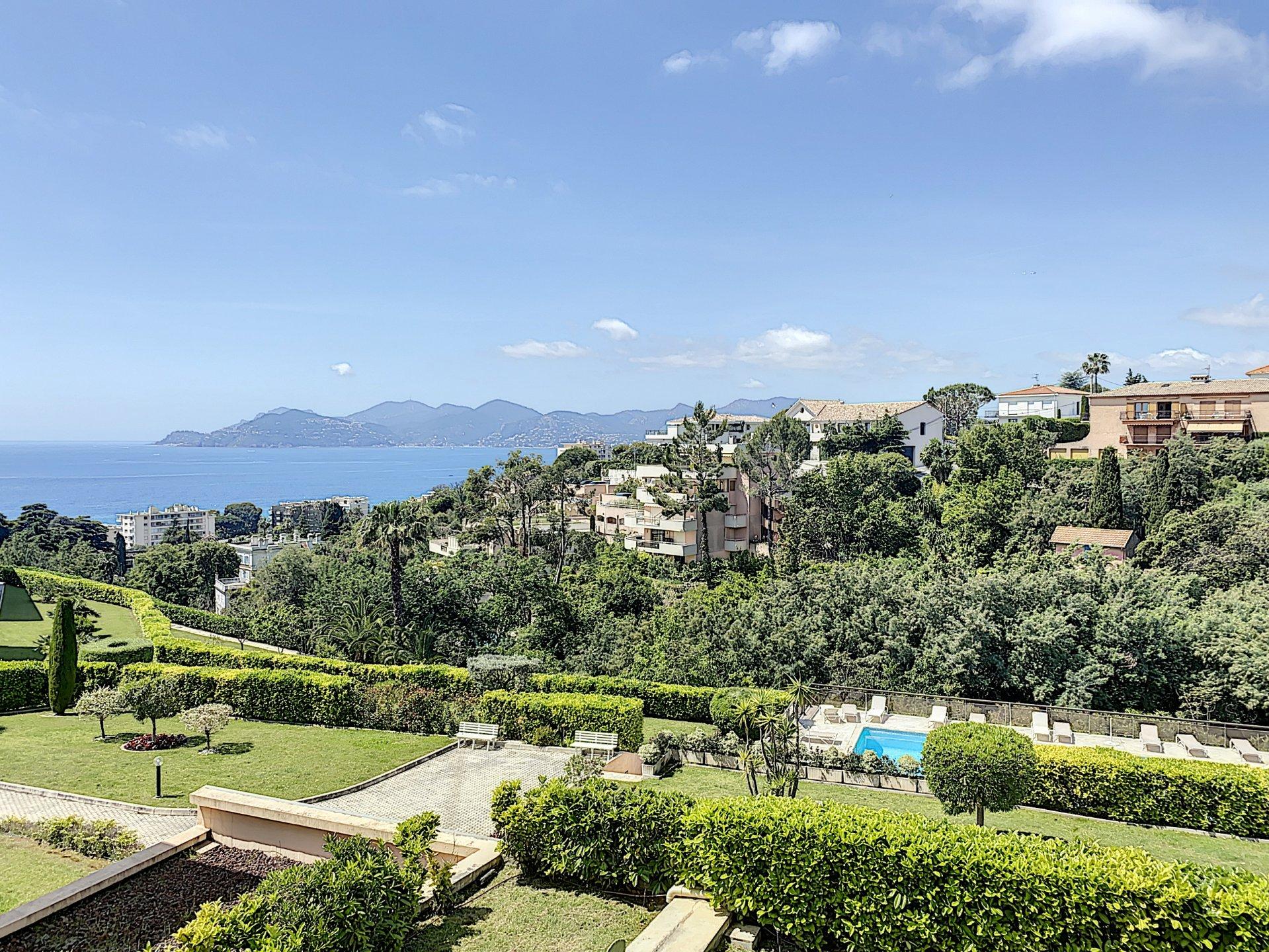 Cannes Croix des gardes 3P  résidence de luxe  3P vue mer terrasse 39 m2