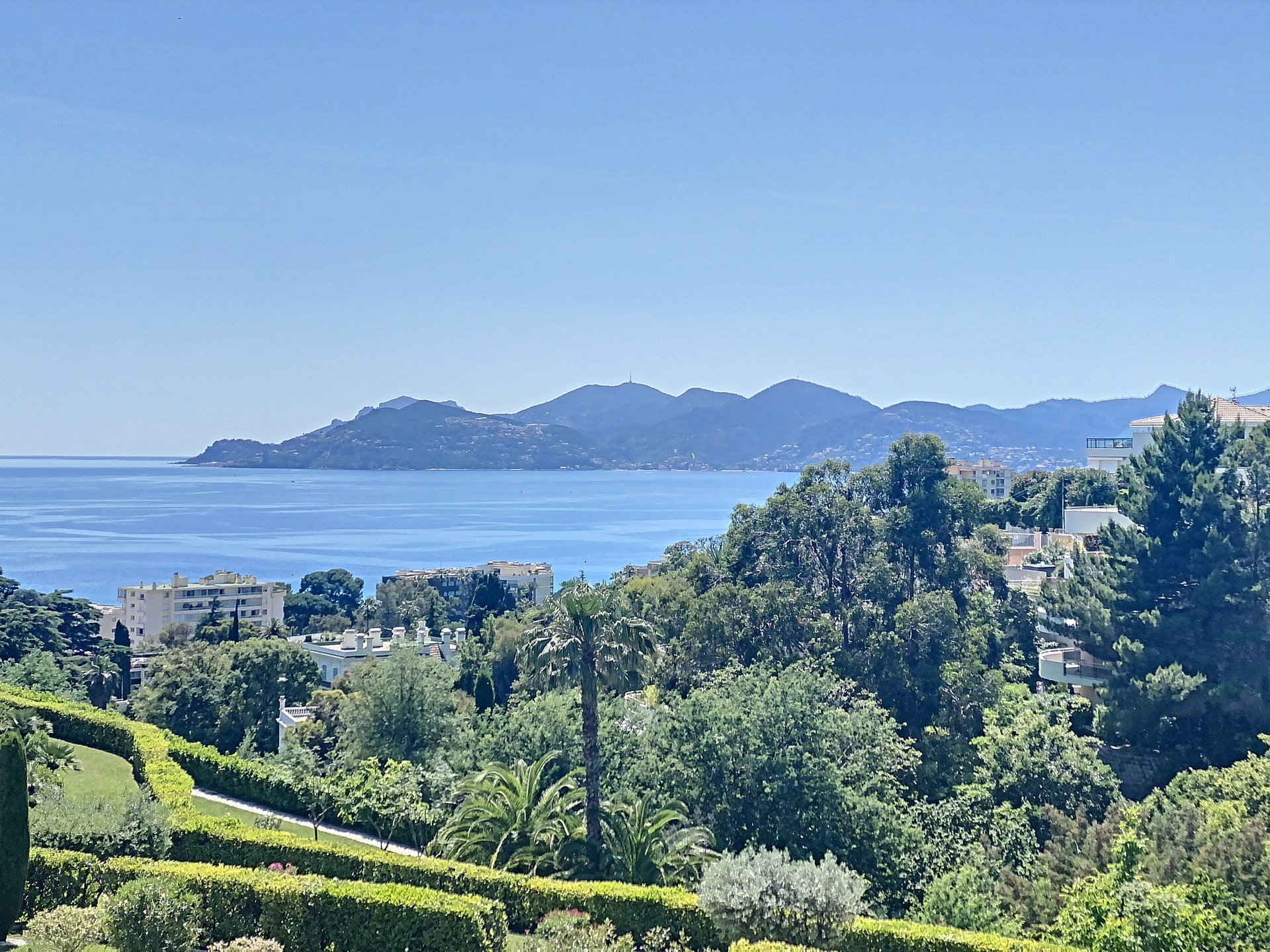 Cannes Croix des Gardes Luxury Residence and Sea view
