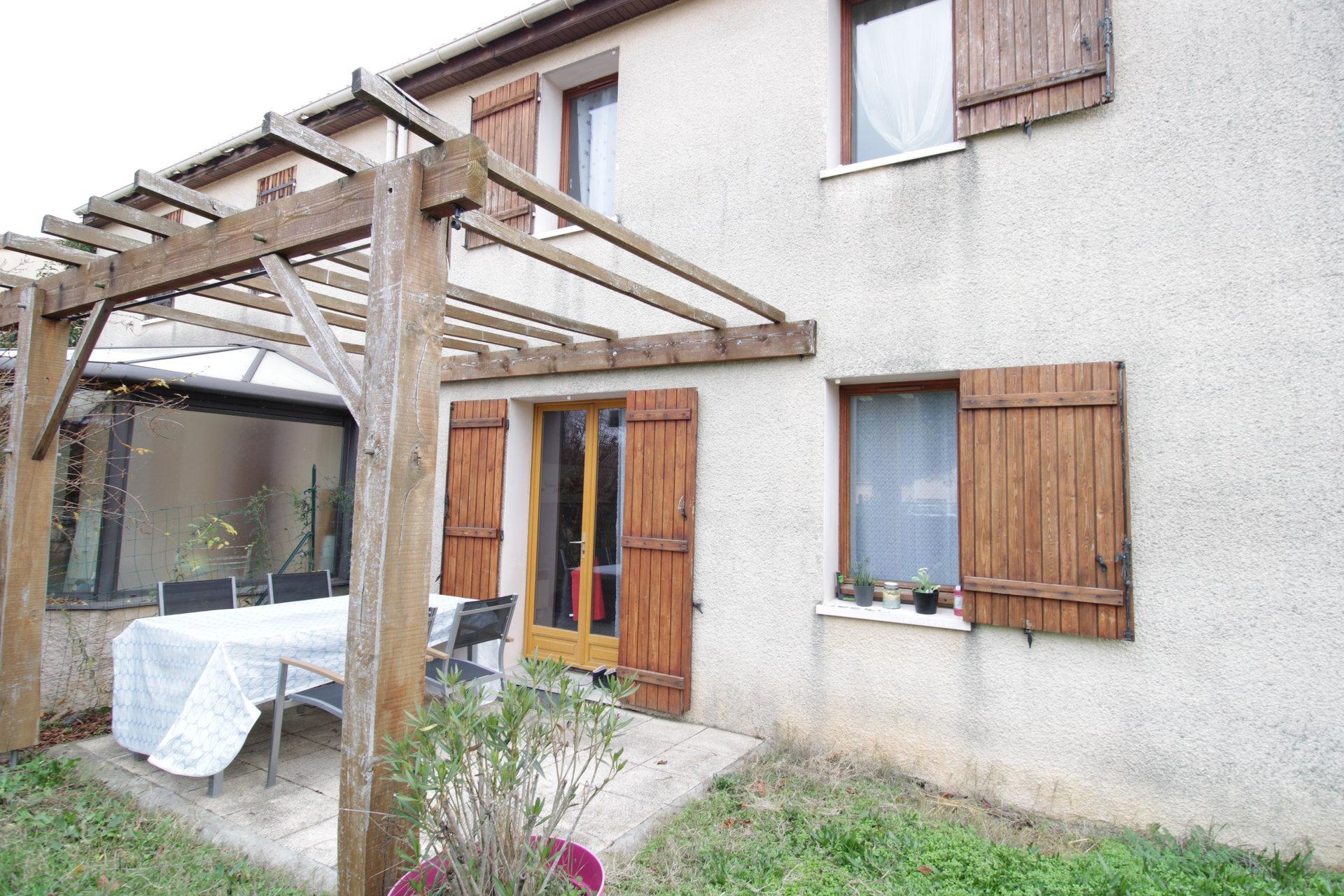 Toulouse 31100 - Maison T4  avec jardin et garage dans zone résidentielle