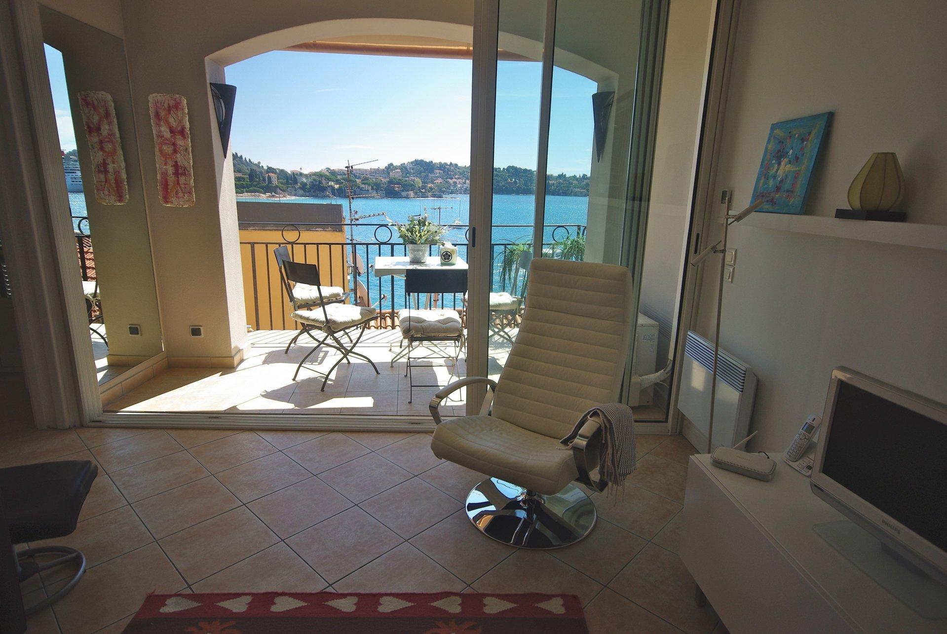 Villefranche s/m -Village, 4 pièces, vue mer, parfait état, balcon