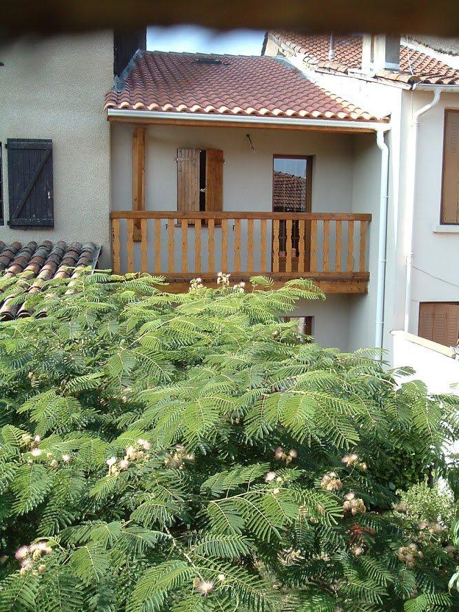 Near Aurignac, very pretty village house with terrace and balcony