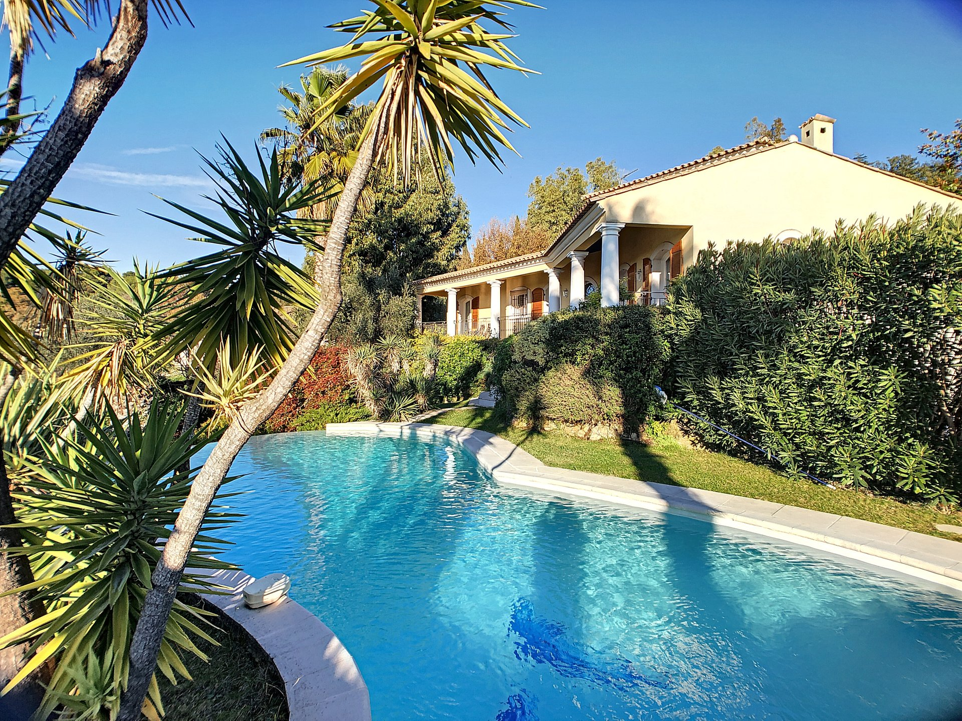Mouans Sartoux spacious villa in a quiet surrounding