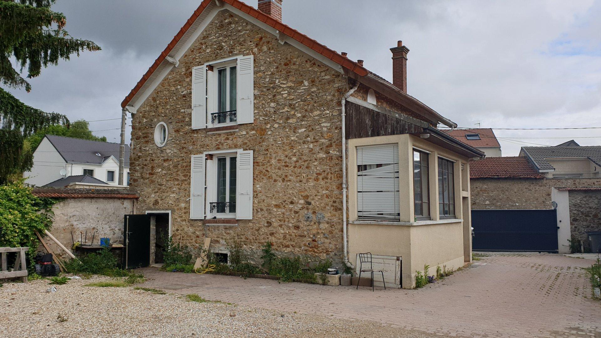 pavillon individuel formé de 2 appartements 3 p