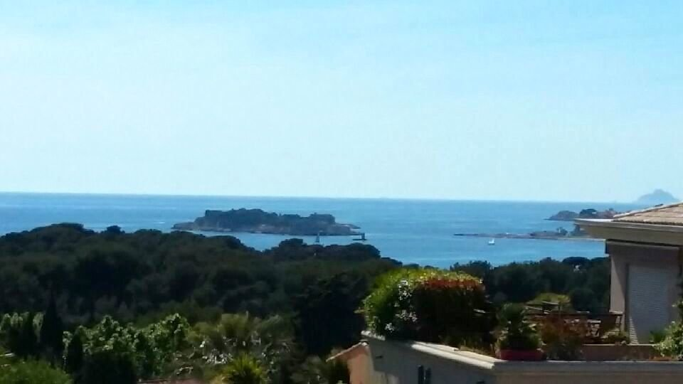 Beautiful 3 bedrooms apartment with sea view