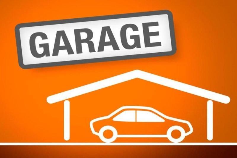 Garage avec une cave