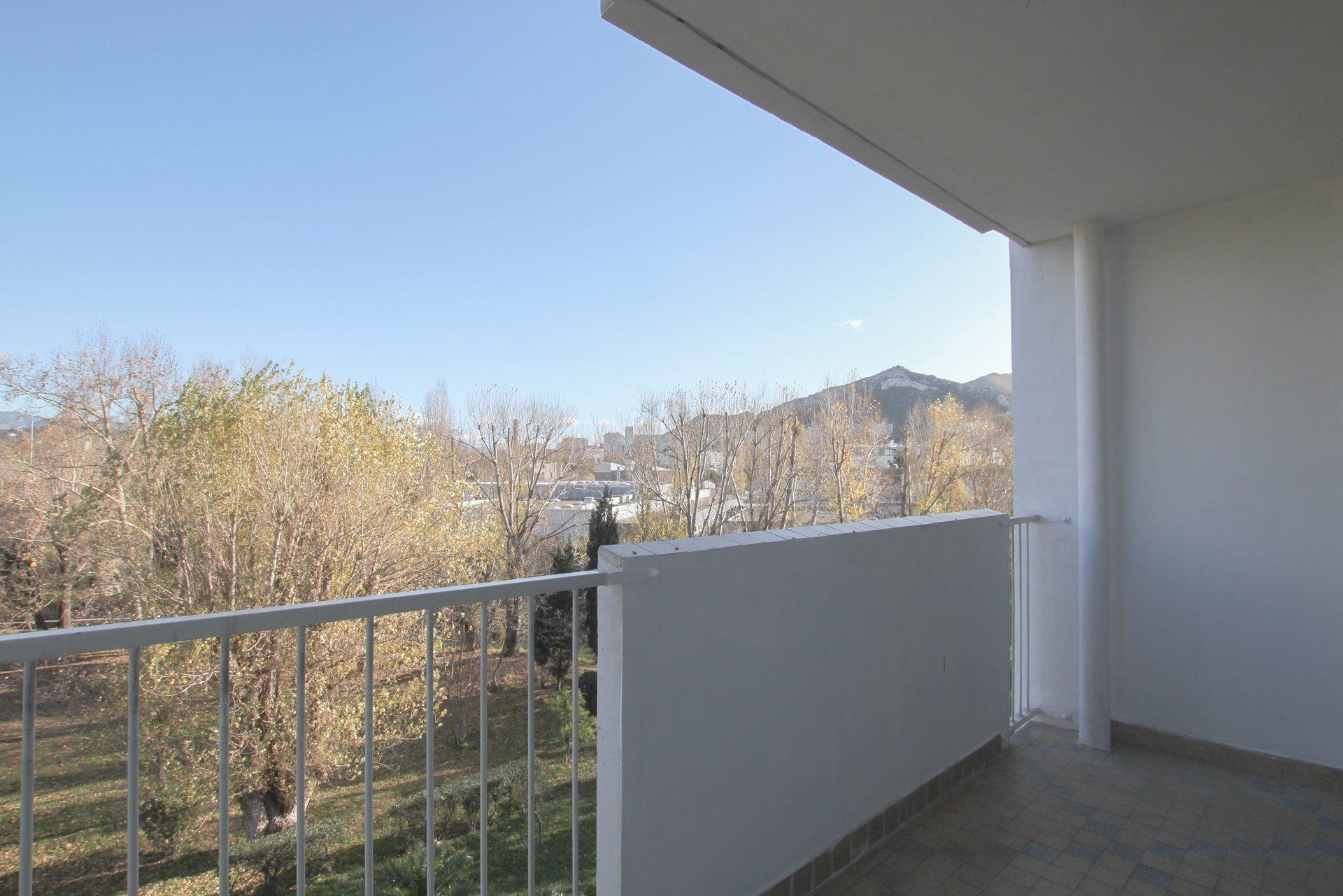 ST LOUP - T3 en 4ème étage avec balcon et parking collectif