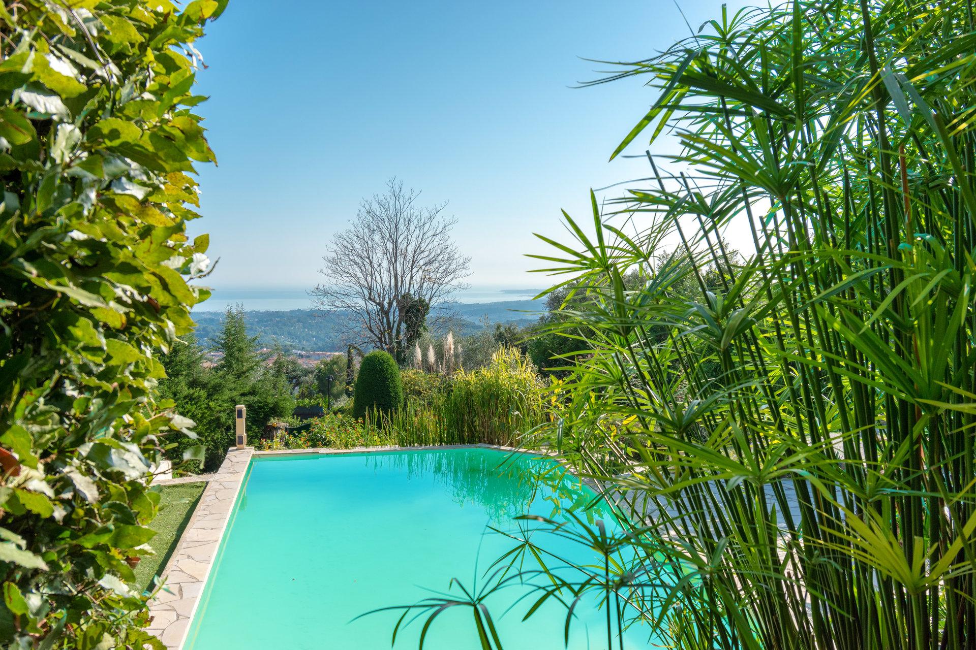 VENCE colline, superbe propriété, 2 villas, piscine eau de source