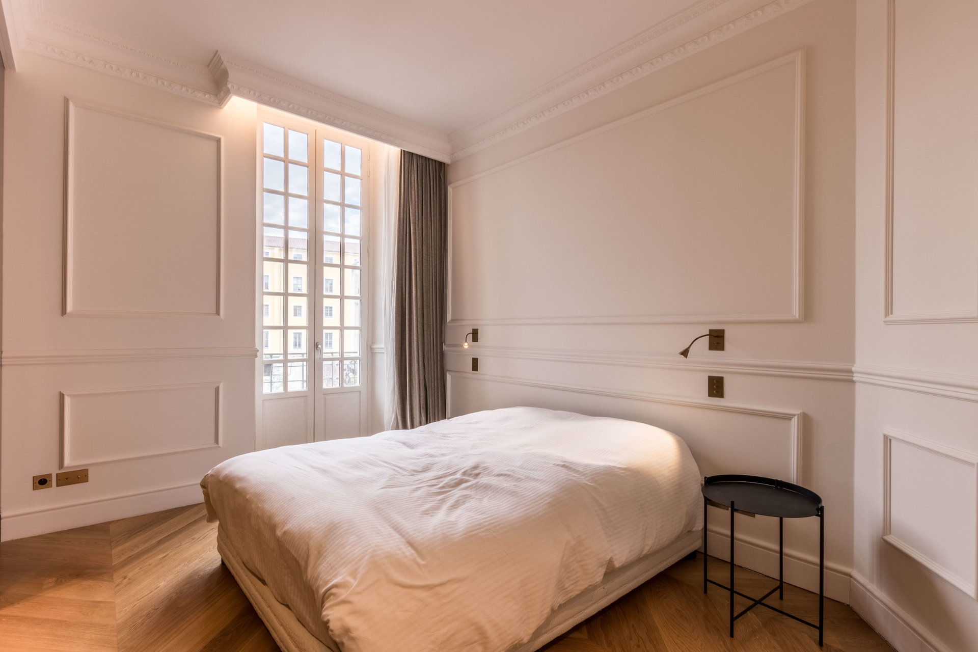 Apartment on Place Garibaldi with balcony