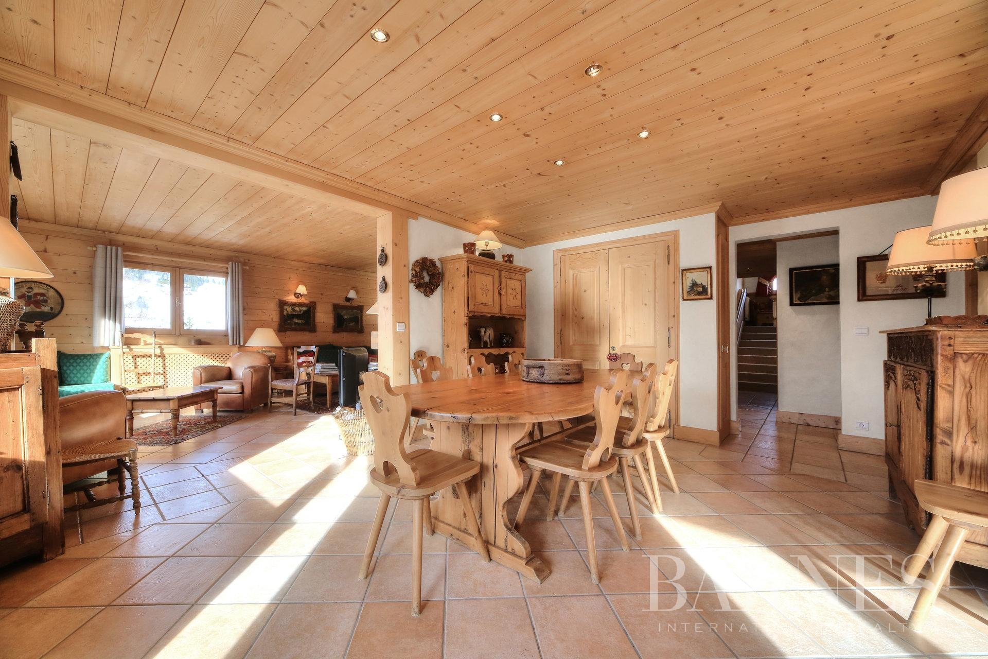 MEGEVE CENTRE – 5-BEDROOM APARTMENT Chalet in Megeve
