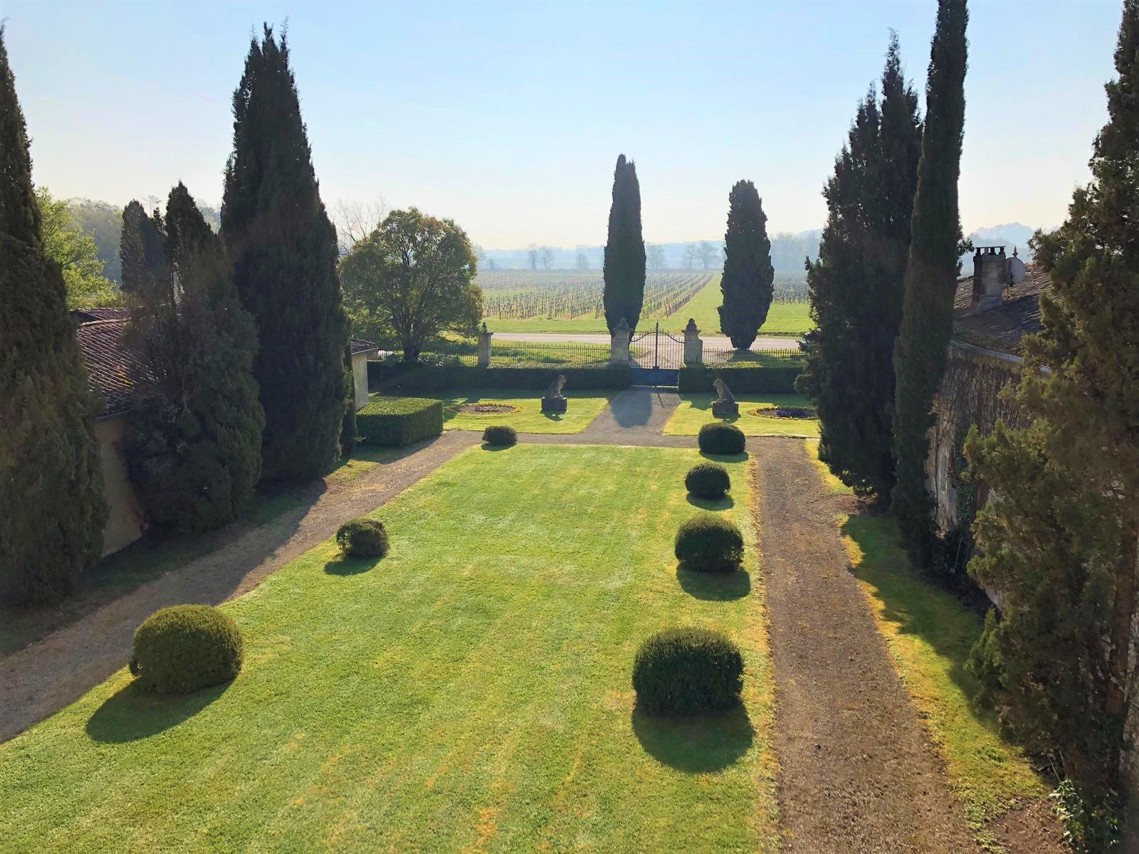 Near Bordeaux - Outstanding 18th century Chateau