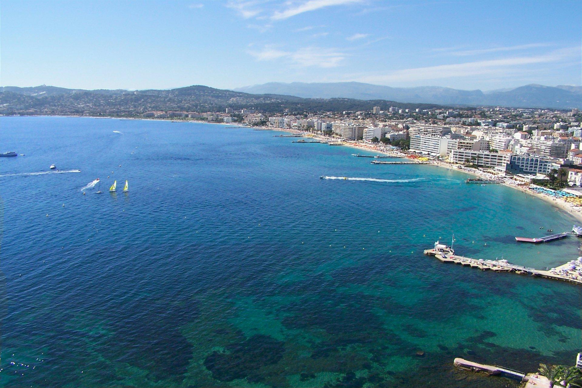 JUAN LES PINS - French Riviera - 2 bed apartment near beaches