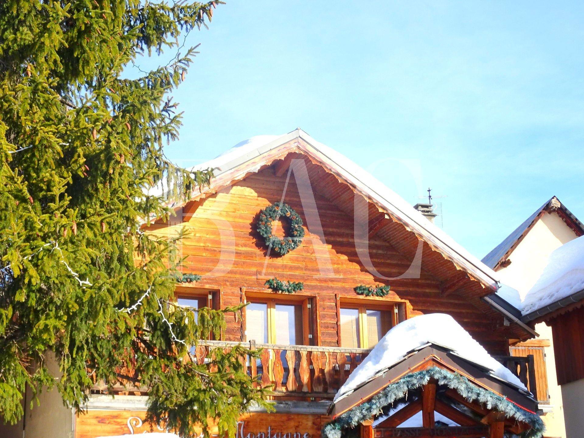 Chalet à fort potentiel, centre Alpe Huez, proximité immédiate pistes ski et commerces
