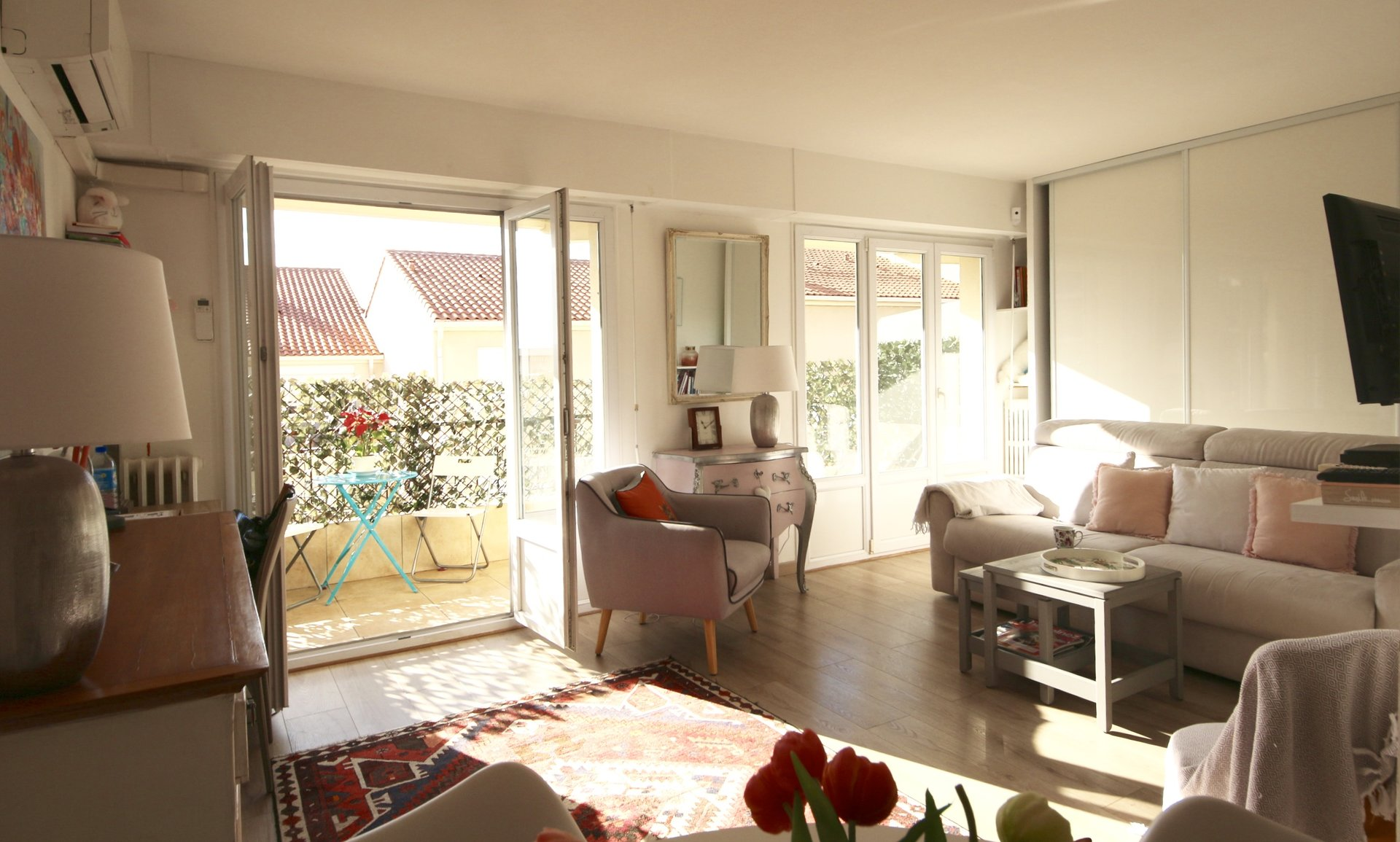 Cannes, bas Anglais, Beautiful renovated 2 bedrooms apartment, terrace, cellar and poss. garage