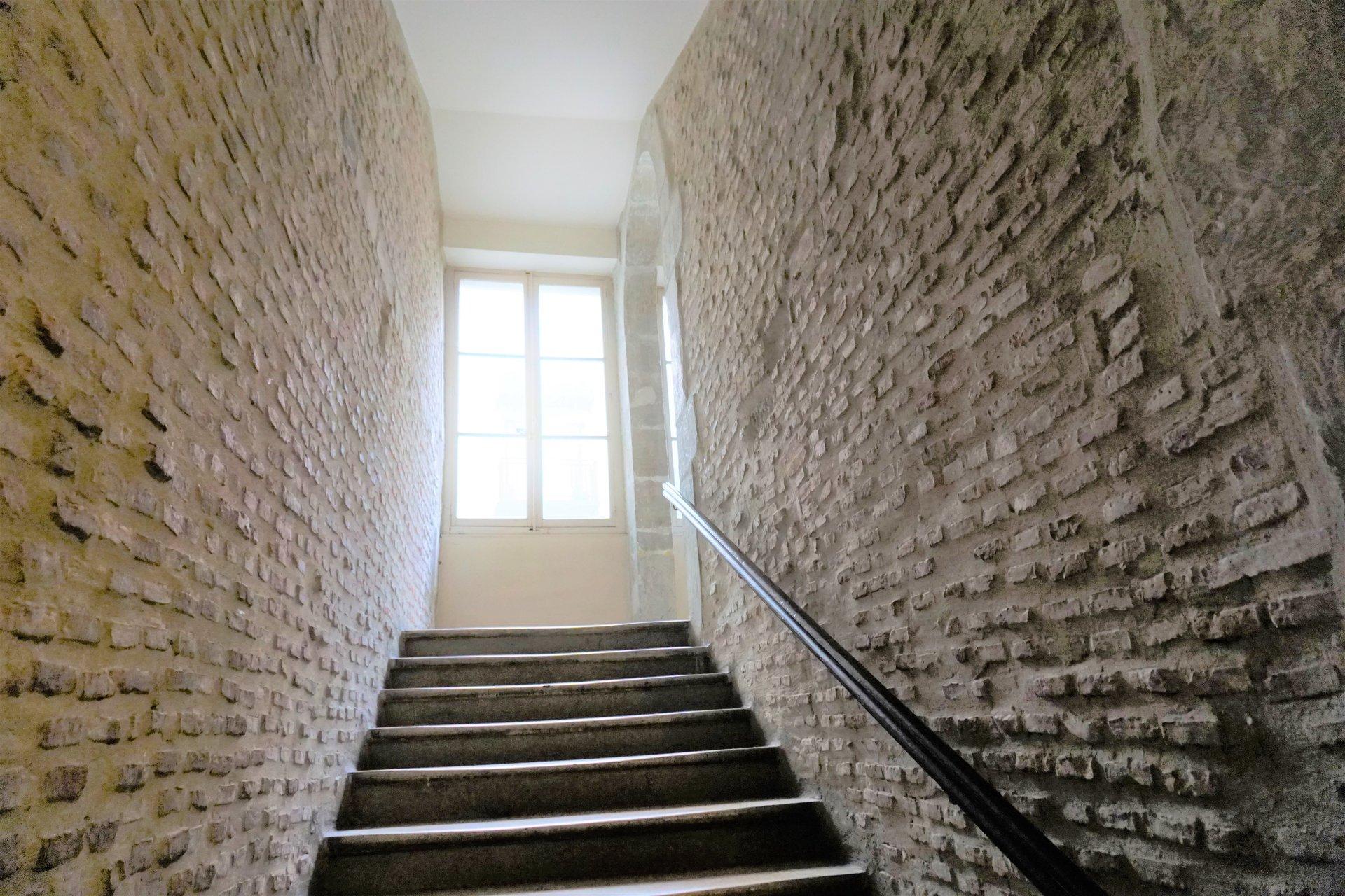 Montée d'escalier de la copro