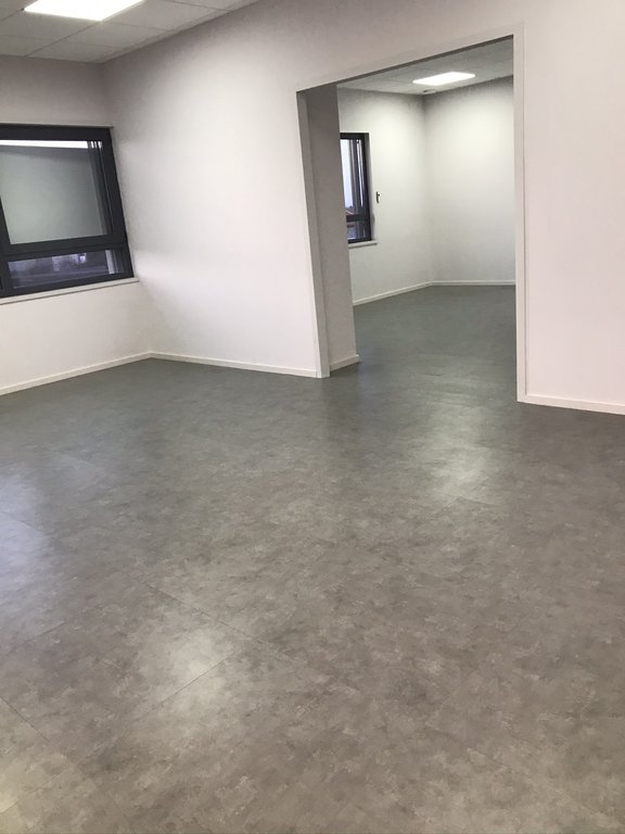 SAINT-GALMIER- Local neuf 96 m²