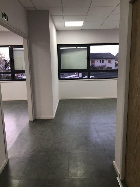 SAINT-GALMIER- Local neuf 90 m²