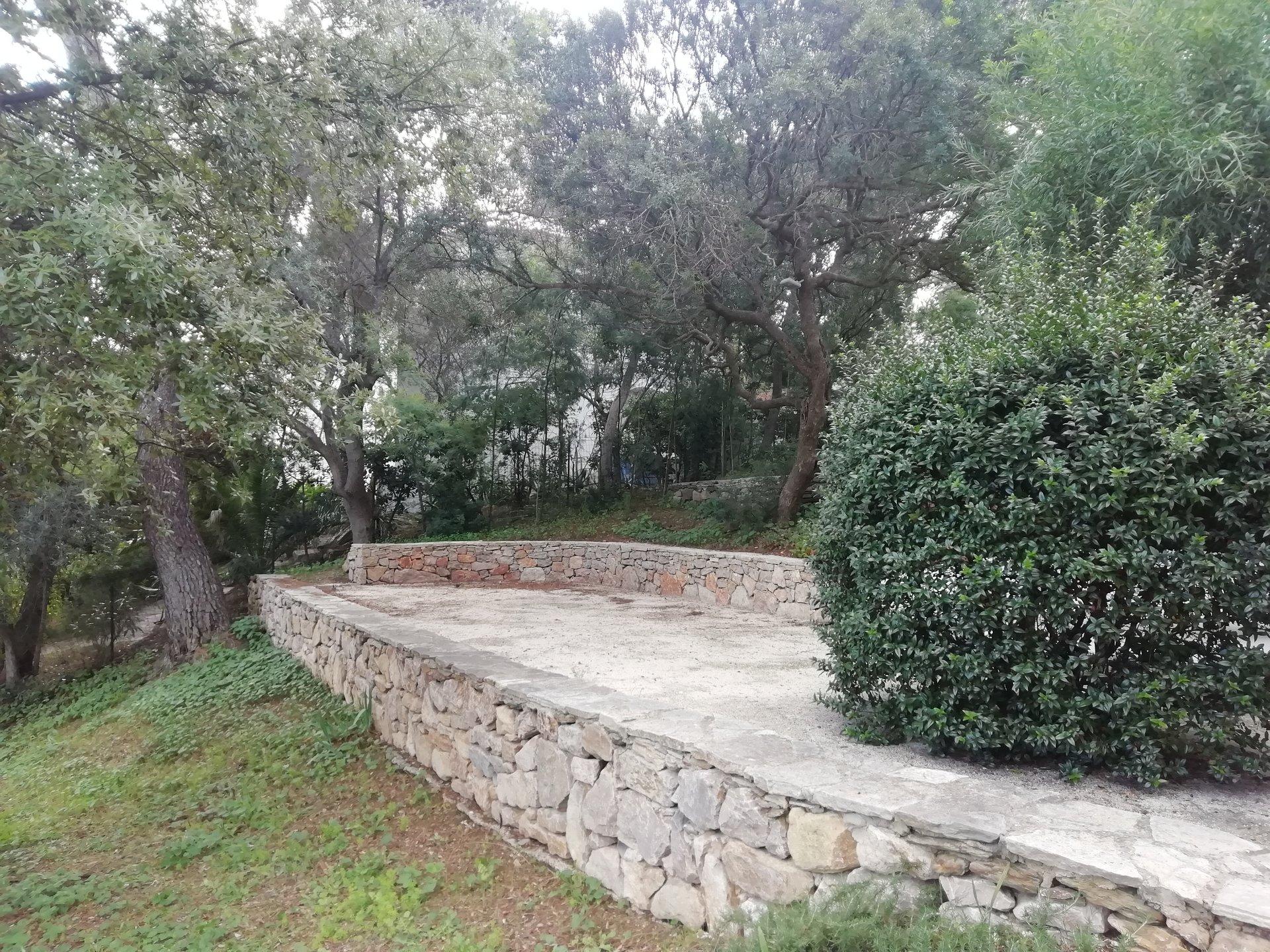 Belle maison avec jardin arboré