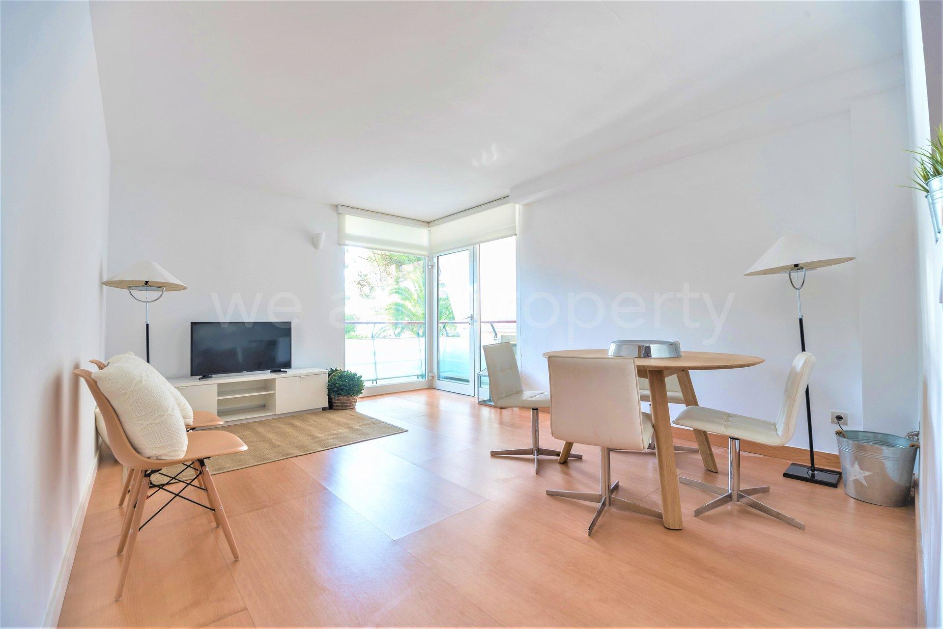 First line apartment in Cas Català