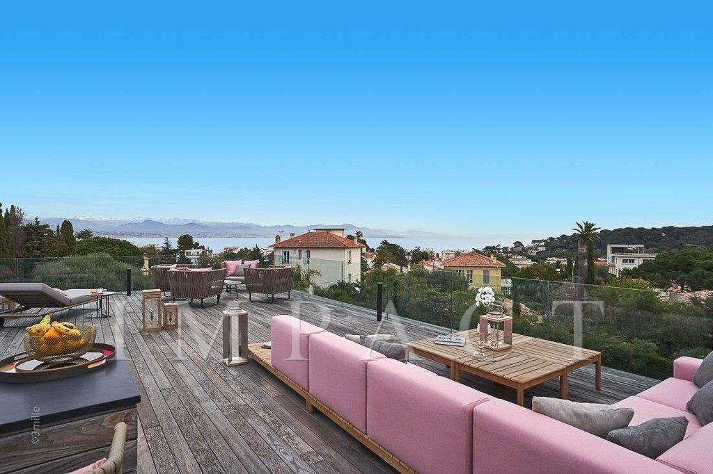 Architect designed villa to rent, 5 bedrooms, 5 bathrooms, exceptional view on the sea and the Alps Mountain, located in Cap d'Antibes.
